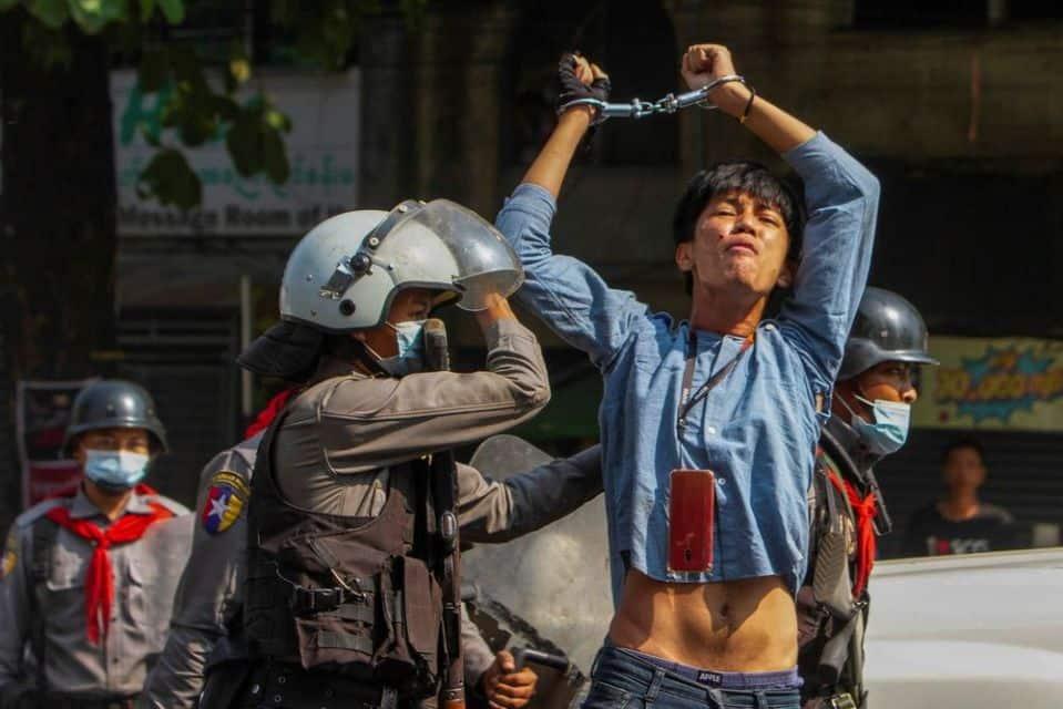 【國際】毫無人性!緬甸軍殺紅眼衝進醫院開槍掃射畫面曝 國際:人渣垃圾