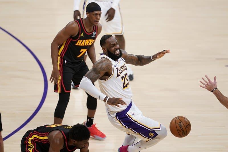【體育】老鷹衝撞他的右腳 湖人輸球 LeBron James右腳踝扭傷無限期停賽