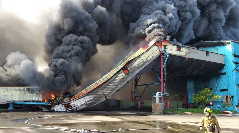 台中火力發電廠運煤輸送帶起火 市政府依法空污重罰500萬