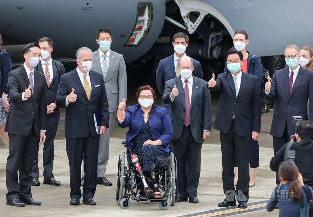 美國參議員訪團抵台 宣布將捐贈台灣75萬劑疫苗