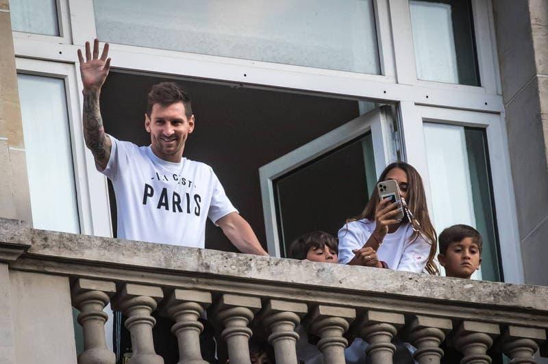 梅西今抵巴黎大批警力幫開道 「總統級規格」法國球迷瘋狂喝采